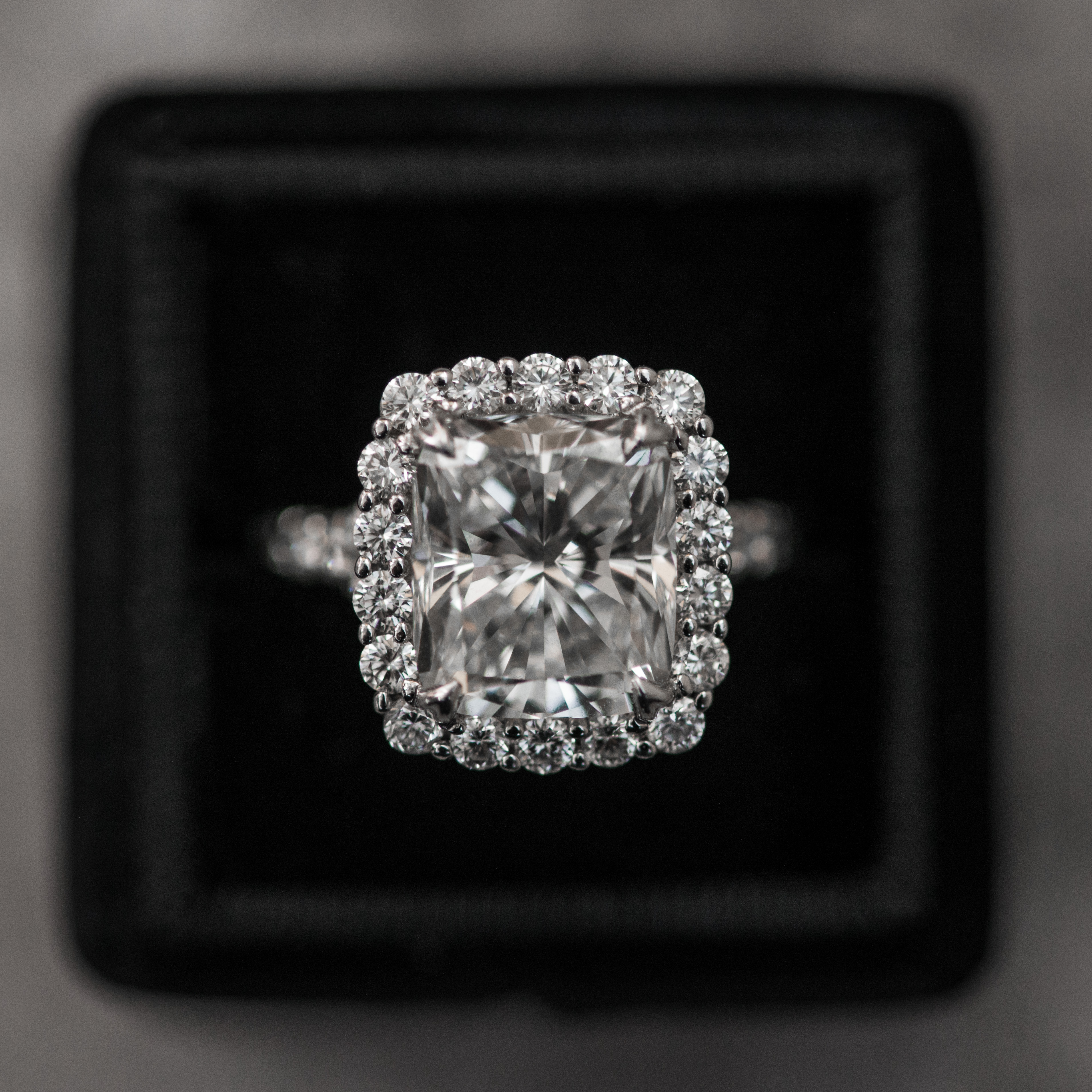 Halo Engagement Ring with a Spin? 5 Ways to Get Inspired for Your Choice