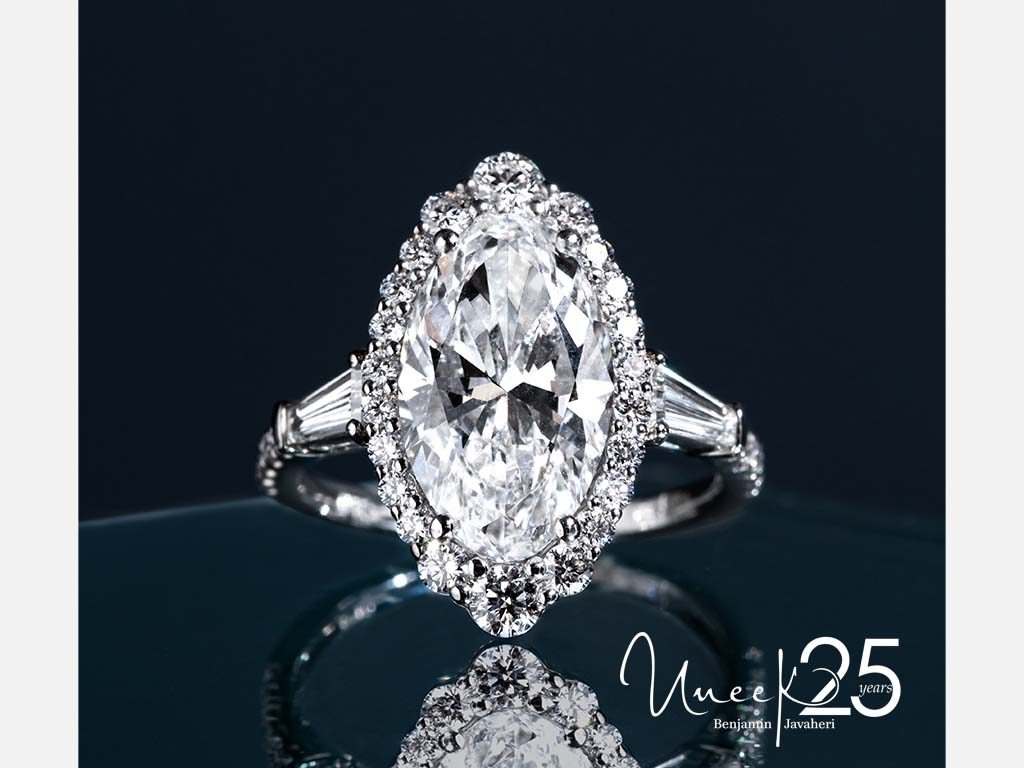 SWS232BGW-OV - This vintage-inspired design has it all with an eye-catching oval center stone embellished with a halo and two trapezoid side stones.