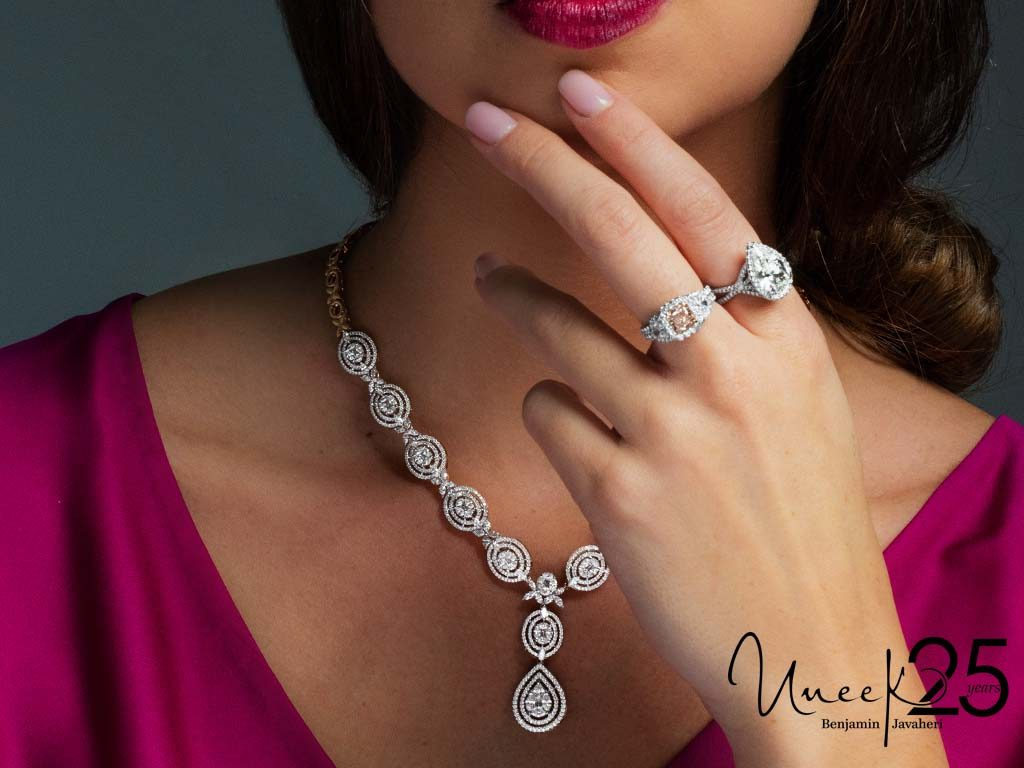 Rings: LVS992, LVS959 Every style is an opportunity to enchant onlookers.